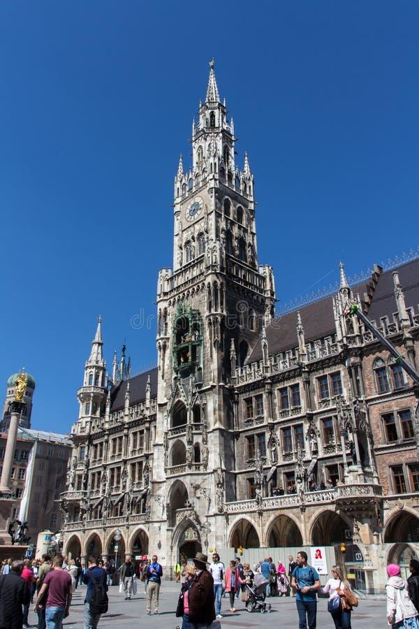 Nytt stadshus av Munich på Marienplatz, Tyskland, 2015 royaltyfria foton