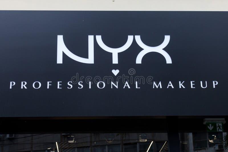 Nyx Cosmetics-embleem op één van hun detailhandelaars Nyx is een Amerikaans schoonheidsmiddelenbedrijf gespecialiseerd in make-up royalty-vrije stock foto