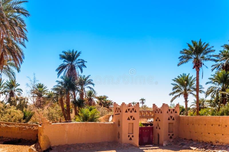Oásis no deserto de Sahara de Marrocos foto de stock
