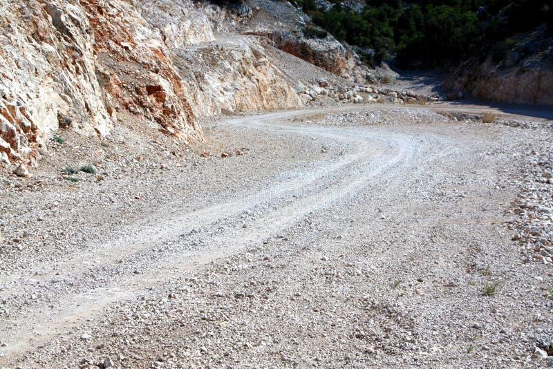 Oändlig väg av berget för ho för makadamväg det buktiga royaltyfri bild