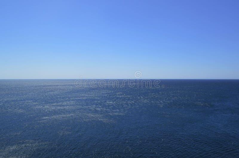 Oändliga hav och blått i Portugal arkivbild