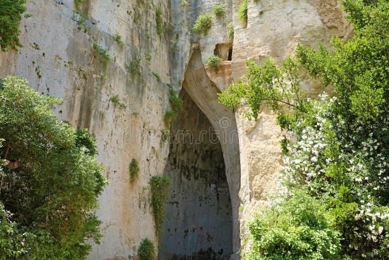 Oído de la cueva de la piedra caliza de Dionysius Orecchio di Dionisio una cueva con el interior de los efectos de la acústica, S imagenes de archivo