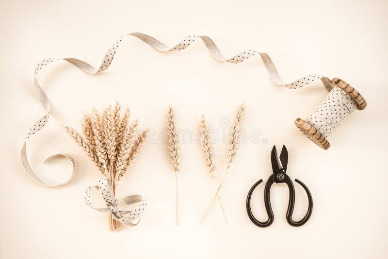 Oídos del trigo y decoración de la cinta imagen de archivo