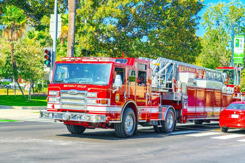 Область Беверли-Хиллз и пожарные машины, спешность, который нужно увольнять стоковые изображения rf