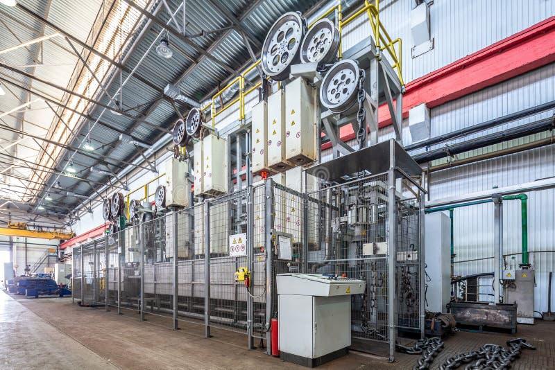 Оборудование для термической обработки индукции цепей стоковая фотография rf