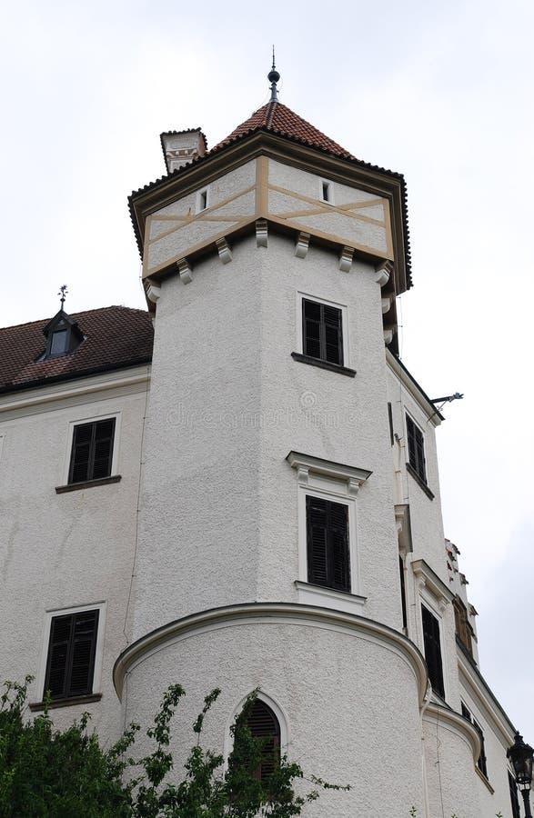 Один из возвышается замка Konopiste стоковые фотографии rf