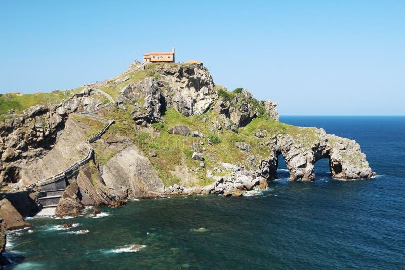Островок Gaztelugatxe, Испания стоковые изображения rf