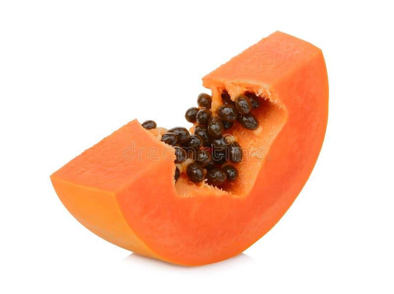 Отрезанный зрелый плод папапайи изолированный на белизне стоковые изображения