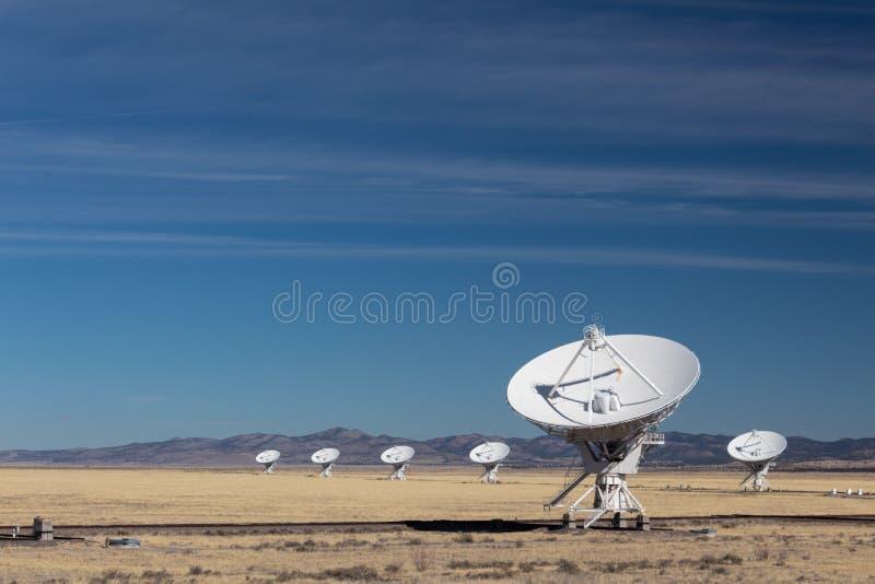 Очень большой массив блюд обсерватории радио-астрономии в зиме, науке и технике стоковые фотографии rf