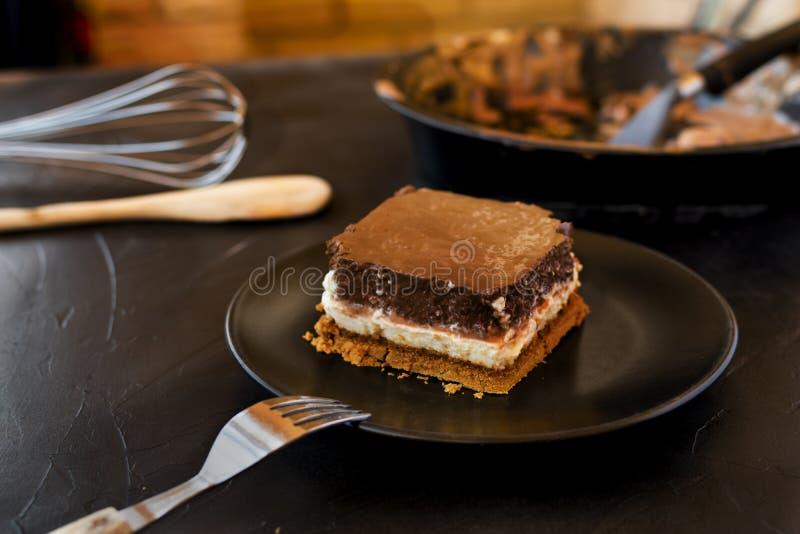 Очень вкусный торт составленный 3 шоколадов стоковые изображения rf