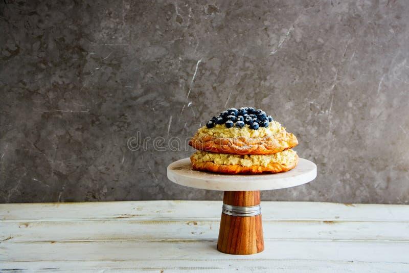Очень вкусный торт Pavlova стоковое фото rf