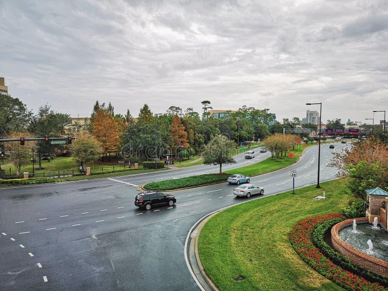 ОРЛАНДО, ФЛОРИДА, США - ДЕКАБРЬ 2018: Вид с воздуха улиц города стоковое фото