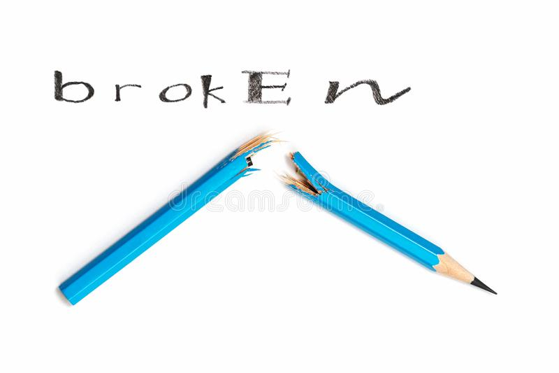Ołówek łamający w połówce zdjęcie royalty free