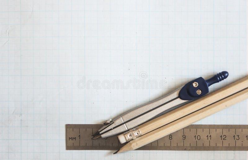 ołówek, kompas i władcy na wykresu papieru tle, obraz royalty free