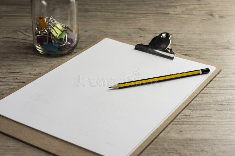 Ołówek na cilp ochraniaczu obraz stock