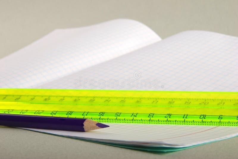 ołówków napisać książkę fotografia stock