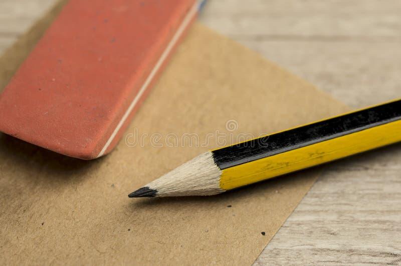 Ołówkowa i gumowa gumka zdjęcie royalty free