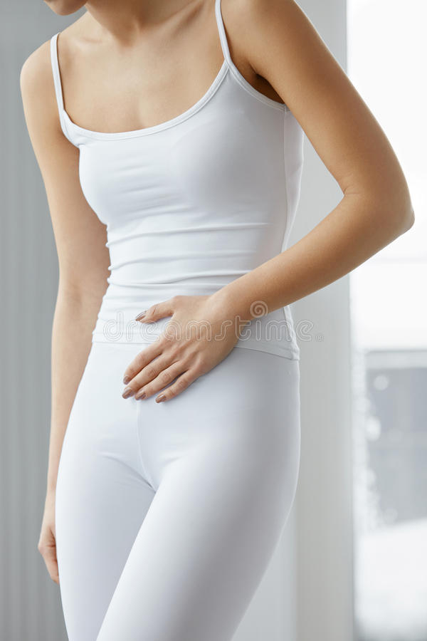 Żołądków zdrowie Zbliżenie Piękny Żeńskiego ciała uczucia ból obrazy stock