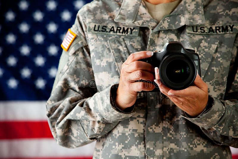 Żołnierz: Militarny fotograf zdjęcie royalty free