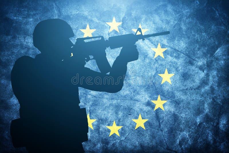 Żołnierz na grunge Europejskiej Zrzeszeniowej flaga Wojsko, wojskowy royalty ilustracja