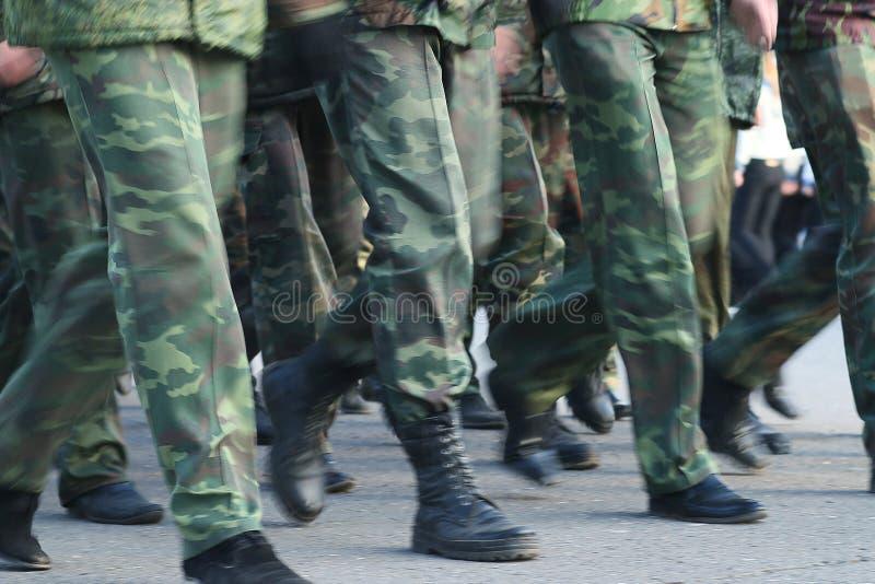 Żołnierz parada inicjuje cieki zdjęcia royalty free