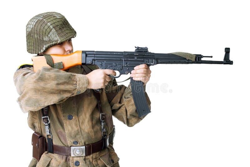 Żołnierz strzela submachine pistolet odizolowywającego na bielu obraz royalty free