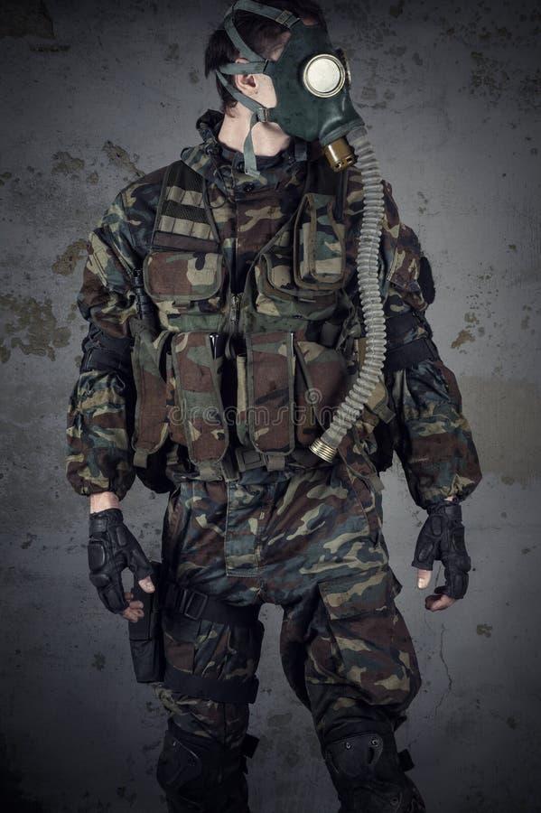Żołnierz z maską gazową obrazy royalty free