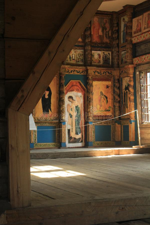 Ołtarz w drewnianym rosyjskim kościół zdjęcia royalty free