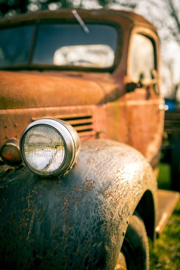 Ośniedziała Stara Dodge furgonetka zdjęcia royalty free