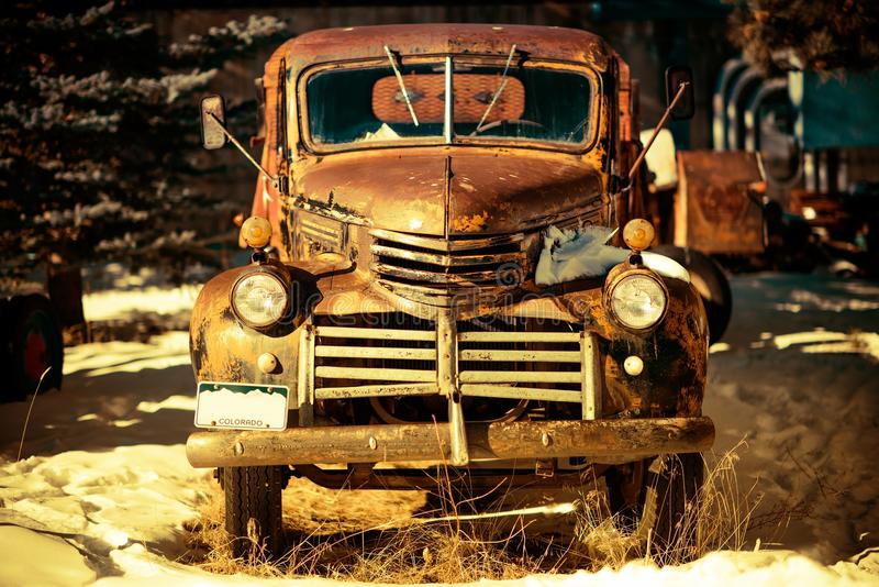 Ośniedziała Starzejąca się furgonetka obrazy royalty free