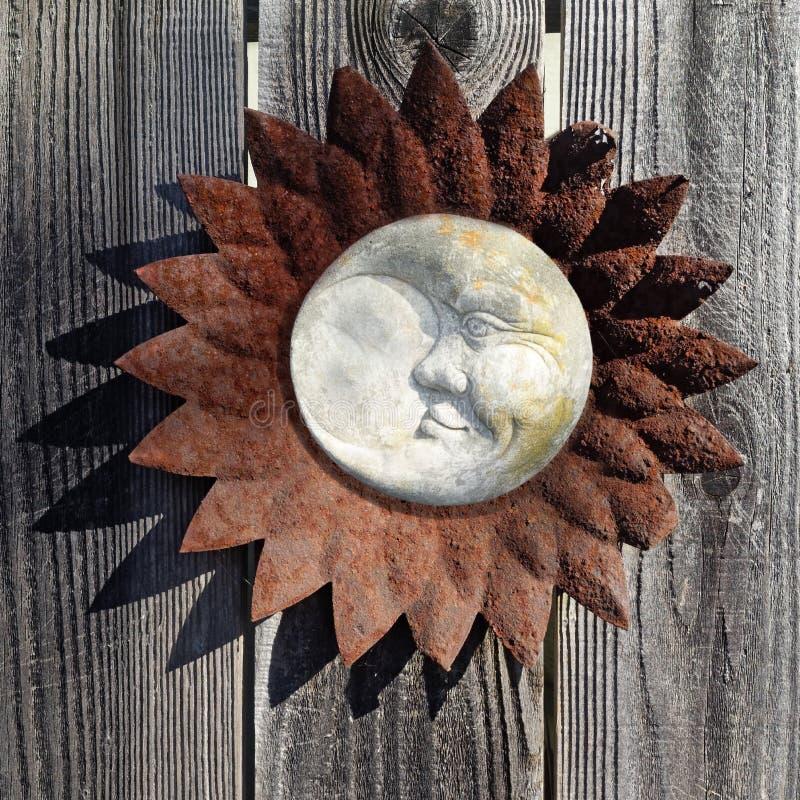 Ośniedziała Sunburst i księżyc dekoracja obrazy stock