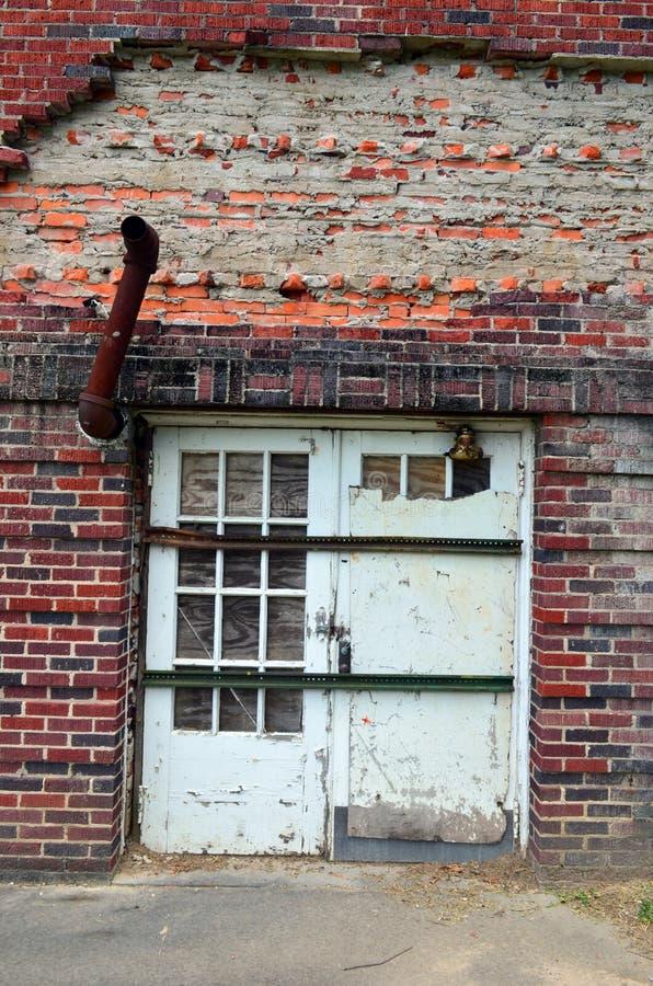Ośniedziała wyjście drymba na stronie stara szkoła 02 fotografia stock