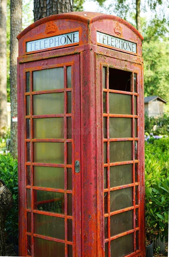 Download Ośniedziały Brytyjski Telefoniczny Budka Zdjęcie Stock - Obraz złożonej z roczniki, ośniedziały: 57674832