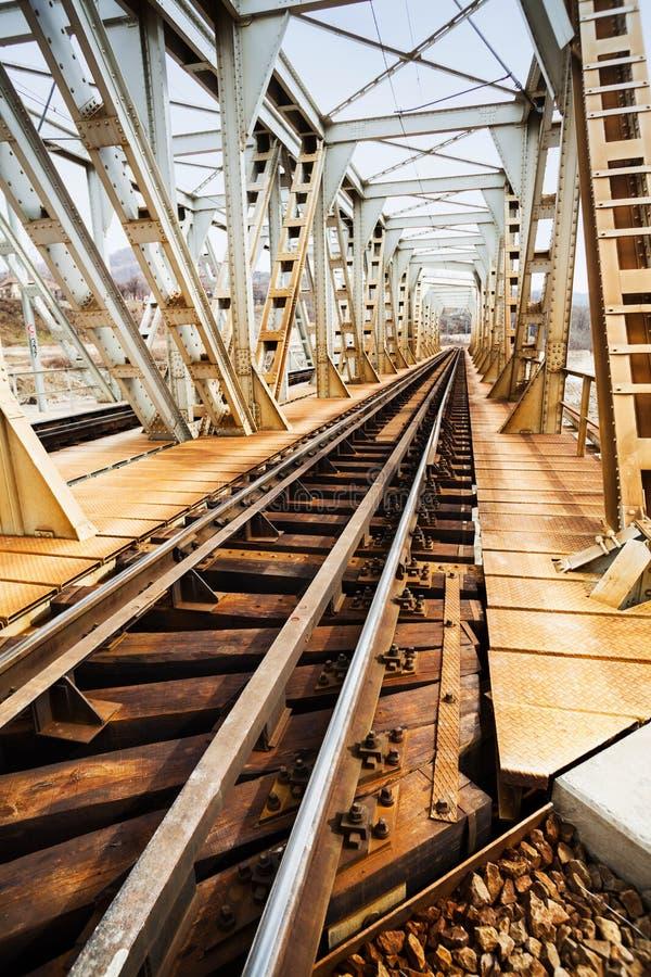 Ośniedziały linia kolejowa most fotografia royalty free