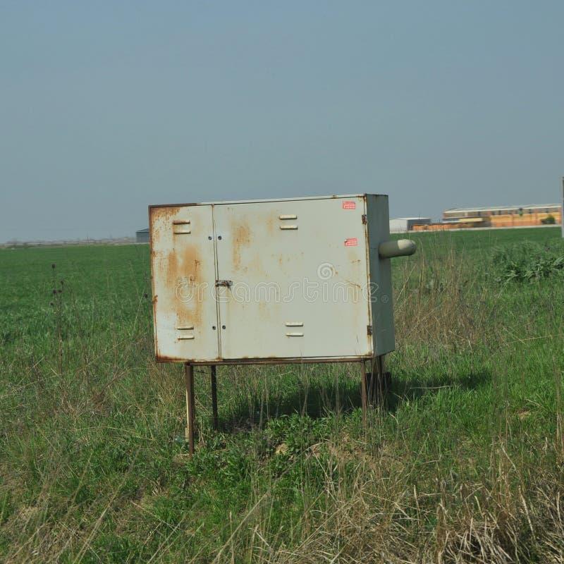 Ośniedziały ochronny metalu pudełko benzynowy metr obrazy royalty free