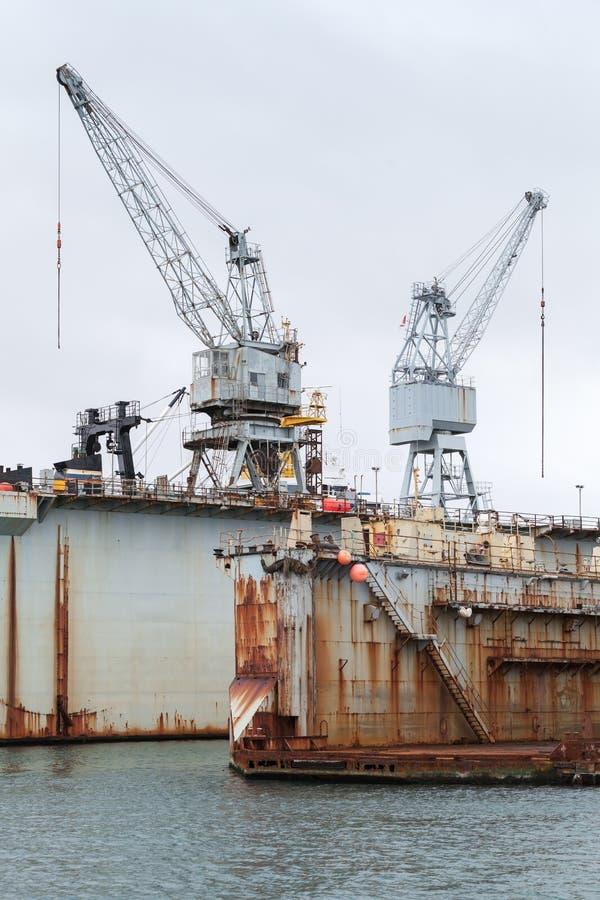 Ośniedziały suchy dok, stocznia w porcie, Iceland obrazy stock