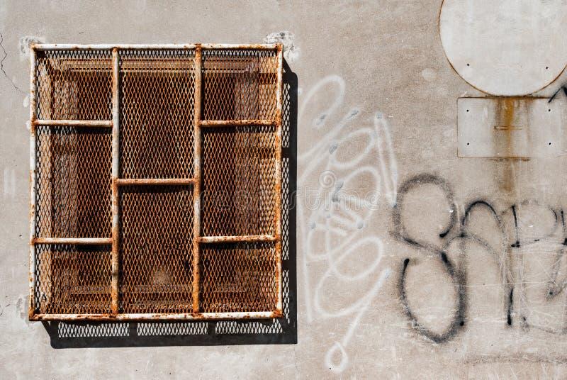 Ośniedziały Więźniarski okno zdjęcie stock