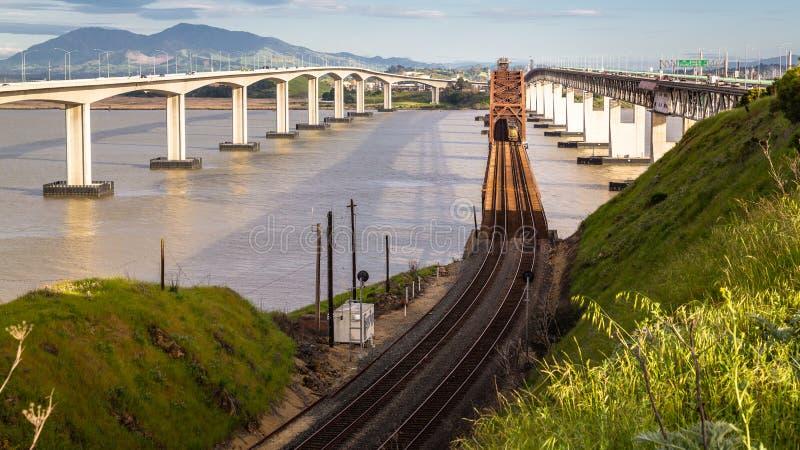 Ośniedziali Ole mostu & pociągu ślada fotografia royalty free