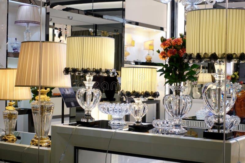 Oświetleniowy pokazu nadokiennego sklepu sklepu okno nadokienny przód zdjęcia stock