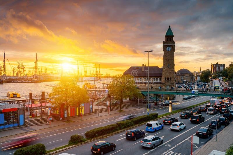 O ¼ de Hamburgo Landungsbrà cken, Alemanha fotografia de stock