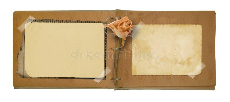 O álbum de fotografias velho com bonito secado aumentou imagens de stock