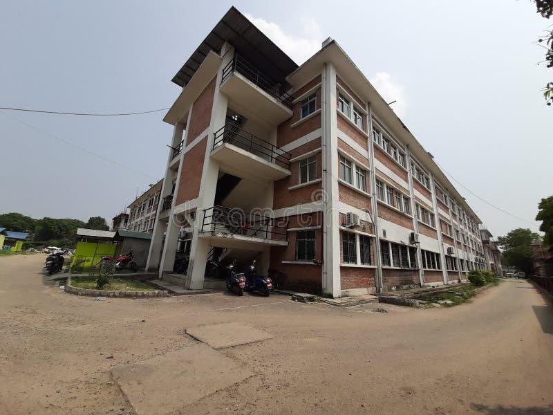 O ângulo largo do hospital de Bharatpur disparou no al chitwan de nepal imagens de stock royalty free