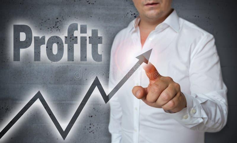 O écran sensível do lucro é operado pelo homem foto de stock royalty free