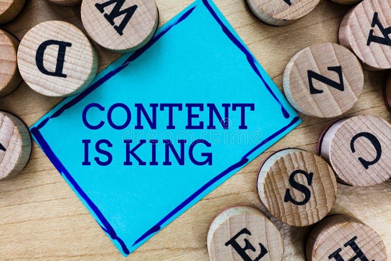 O índice do texto da escrita da palavra é rei O conceito do negócio para o índice é o coração de estratégias de marketing de hoje fotos de stock royalty free