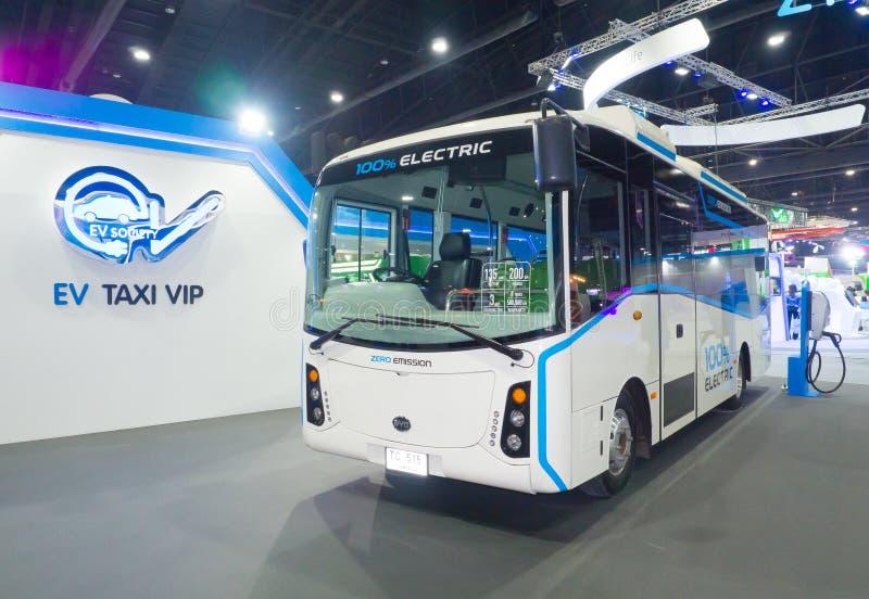 O ônibus bonde produzido pela sociedade do veículo elétrico EV é um grupo não lucrativo que promove o transporte bonde eficiente foto de stock