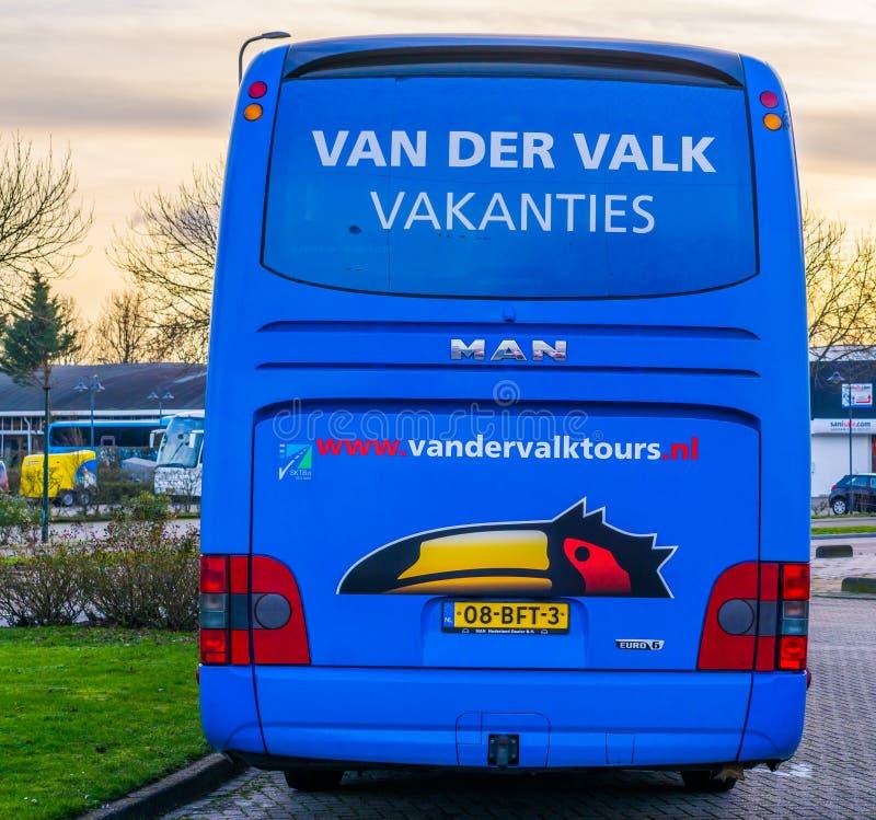 O ônibus de excursão da parte traseira, agência de viagens holandesa popular de Van der valk, automóvel do feriado, alphen o rijn imagem de stock royalty free