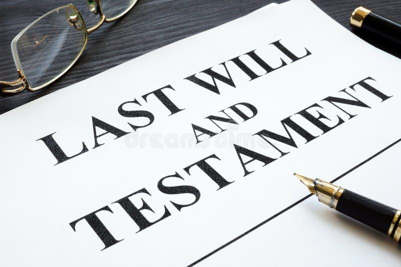O último e testamento em uma mesa imagem de stock