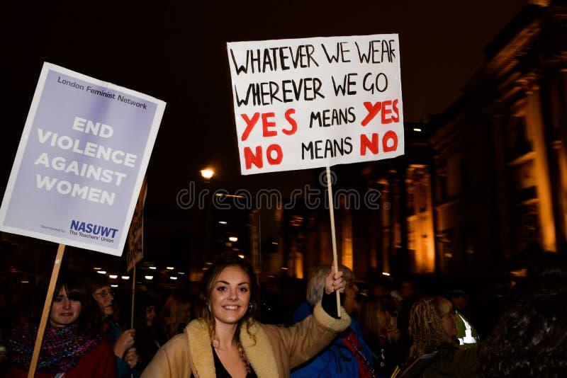 O único março das mulheres na recuperação de Londres a noite 2014 imagens de stock royalty free