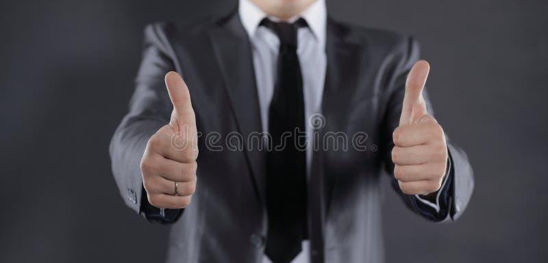 o η σύγχρονη παρουσίαση επιχειρηματιών φυλλομετρεί επάνω απομονωμένος στο Μαύρο στοκ φωτογραφία με δικαίωμα ελεύθερης χρήσης