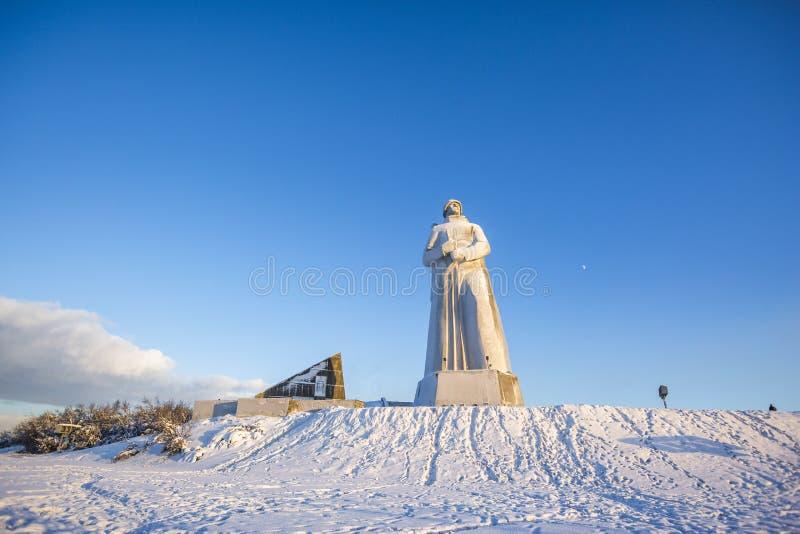 o Мурманск, Россия r Памятник защитникам арктики стоковая фотография
